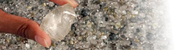 surový přírodní diamant