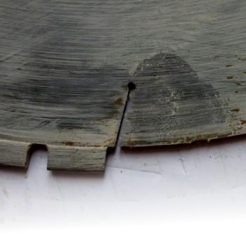 detail odpadnutí segmentu, letovaný diamantový kotouč